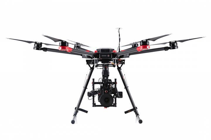 Drohne für den Prüfservice der Windkraftanlage