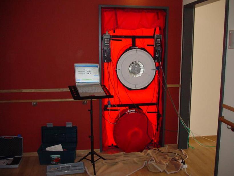 Blower Door Gerät fertig montiert für die Messung